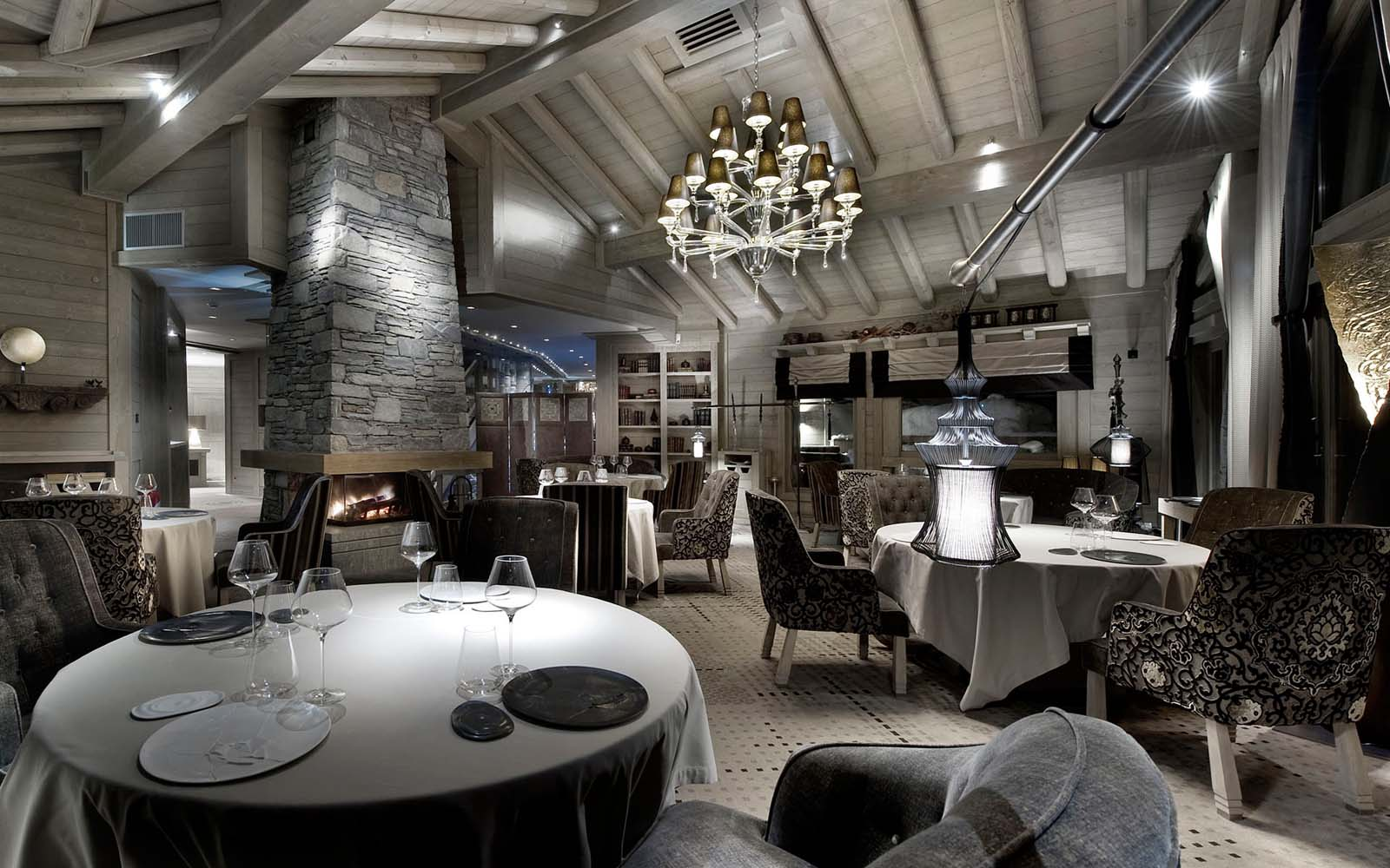 Chalet abbruzes in courchevel 1850 by skiboutique for Boutique hotel ski