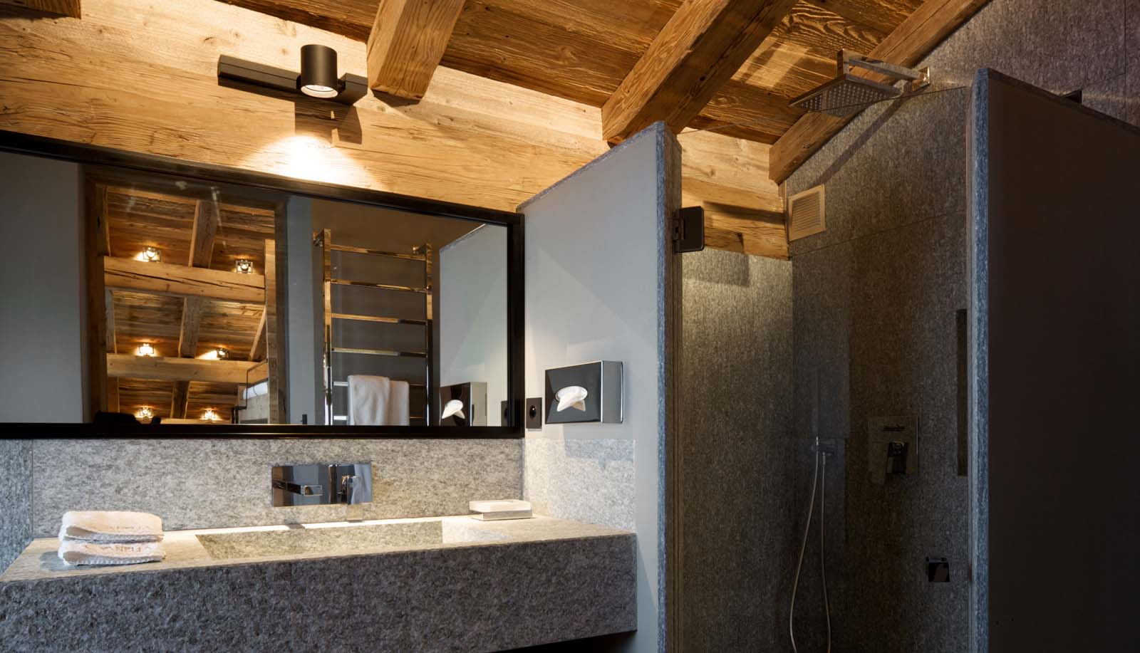 Chalet jaguar in megeve by skiboutique for Salle de bain chalet