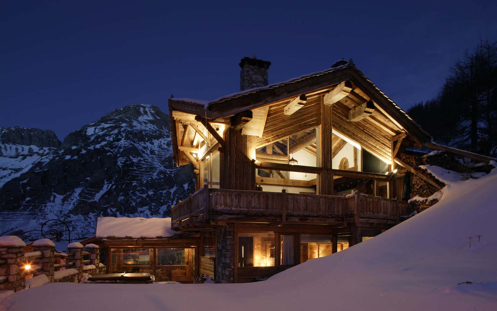 Chalet killimajaro in val d 39 isere by skiboutique for Lodges in france