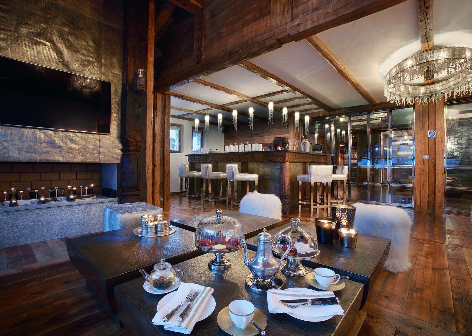 Chalet marco polo in val d 39 isere by skiboutique for Interieur chalet montagne