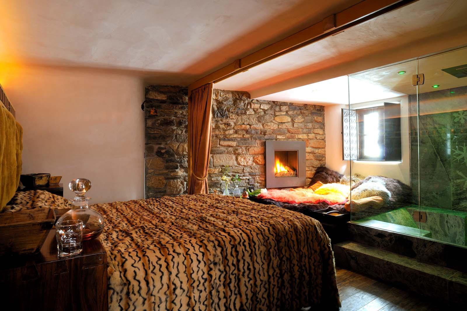 chalet toit du monde in val d 39 isere by skiboutique. Black Bedroom Furniture Sets. Home Design Ideas